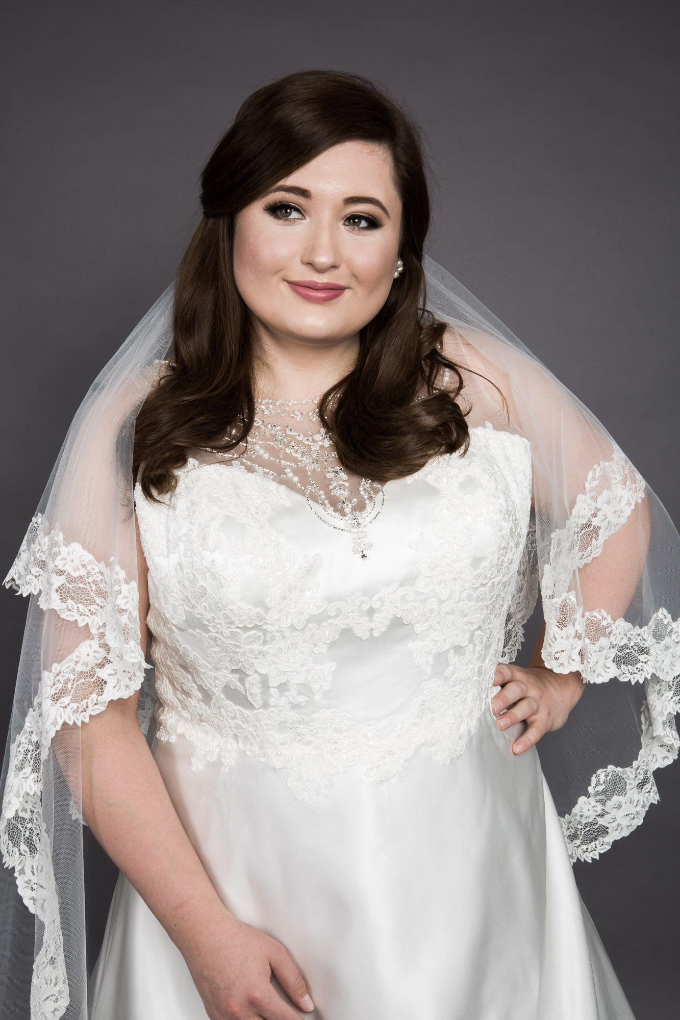 Wenn man als kurvige Frau bei Hochzeitskleid Anprobe Spaß hat, dann ...