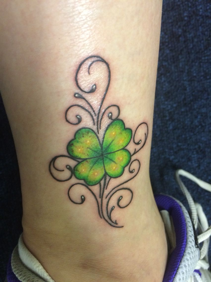 new tattoo four leaf clover tatoo pinterest leaf clover leaves and tattoo. Black Bedroom Furniture Sets. Home Design Ideas