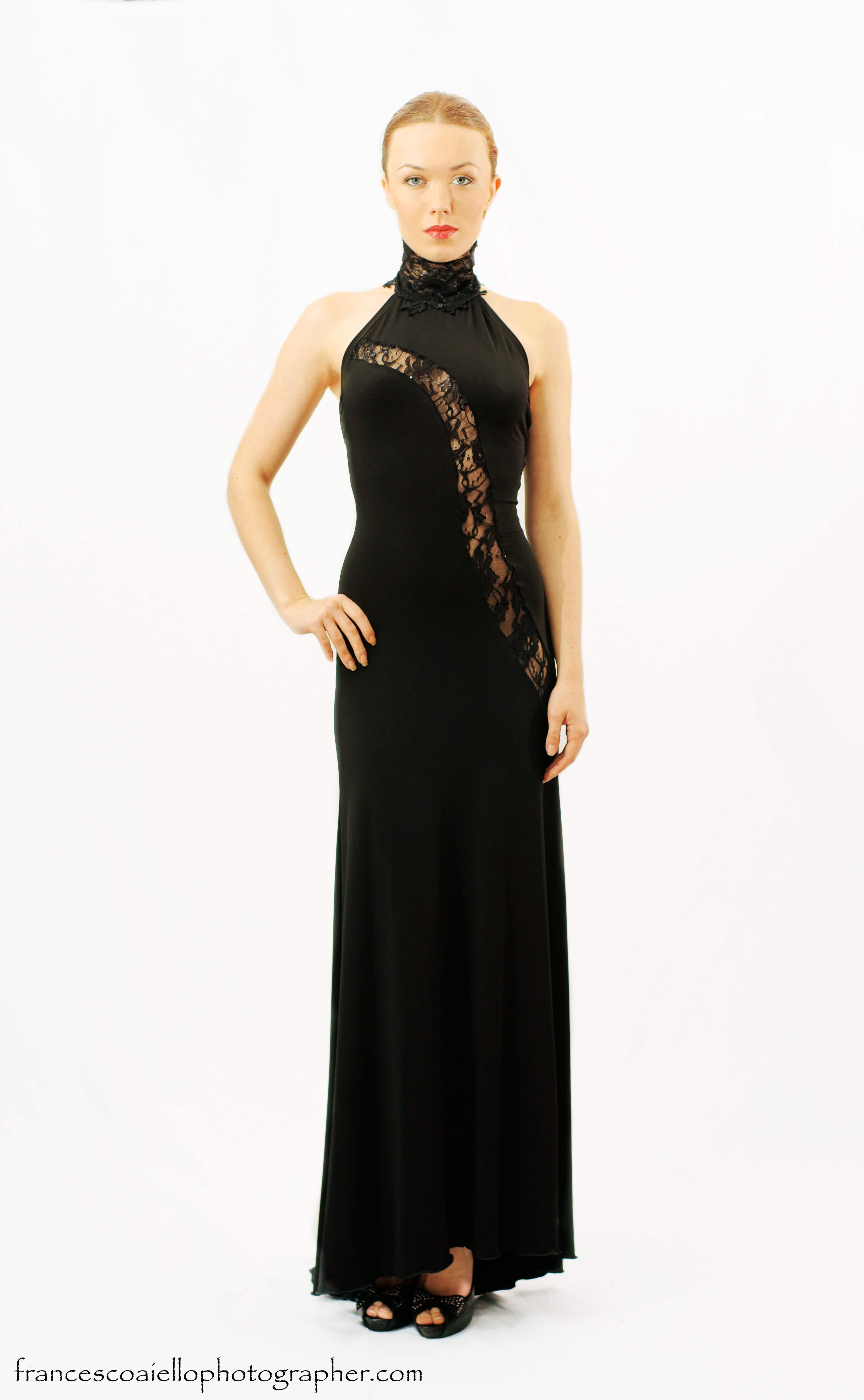 Vestido negro de escote halter con cuello de encaje | FASHION ...