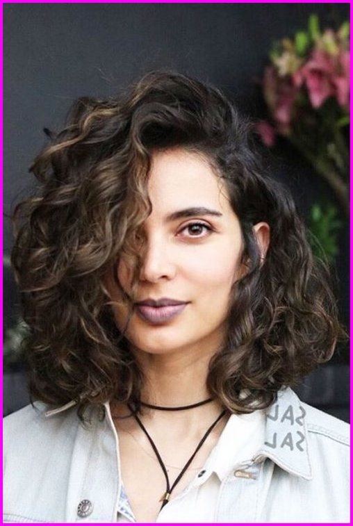 Best Short Haircuts For Curly Hair Round Face 2019 Check These Latest Curly Short Hairstyl Bob Haircut Curly Wavy Bob Hairstyles Curly Hair Styles Naturally