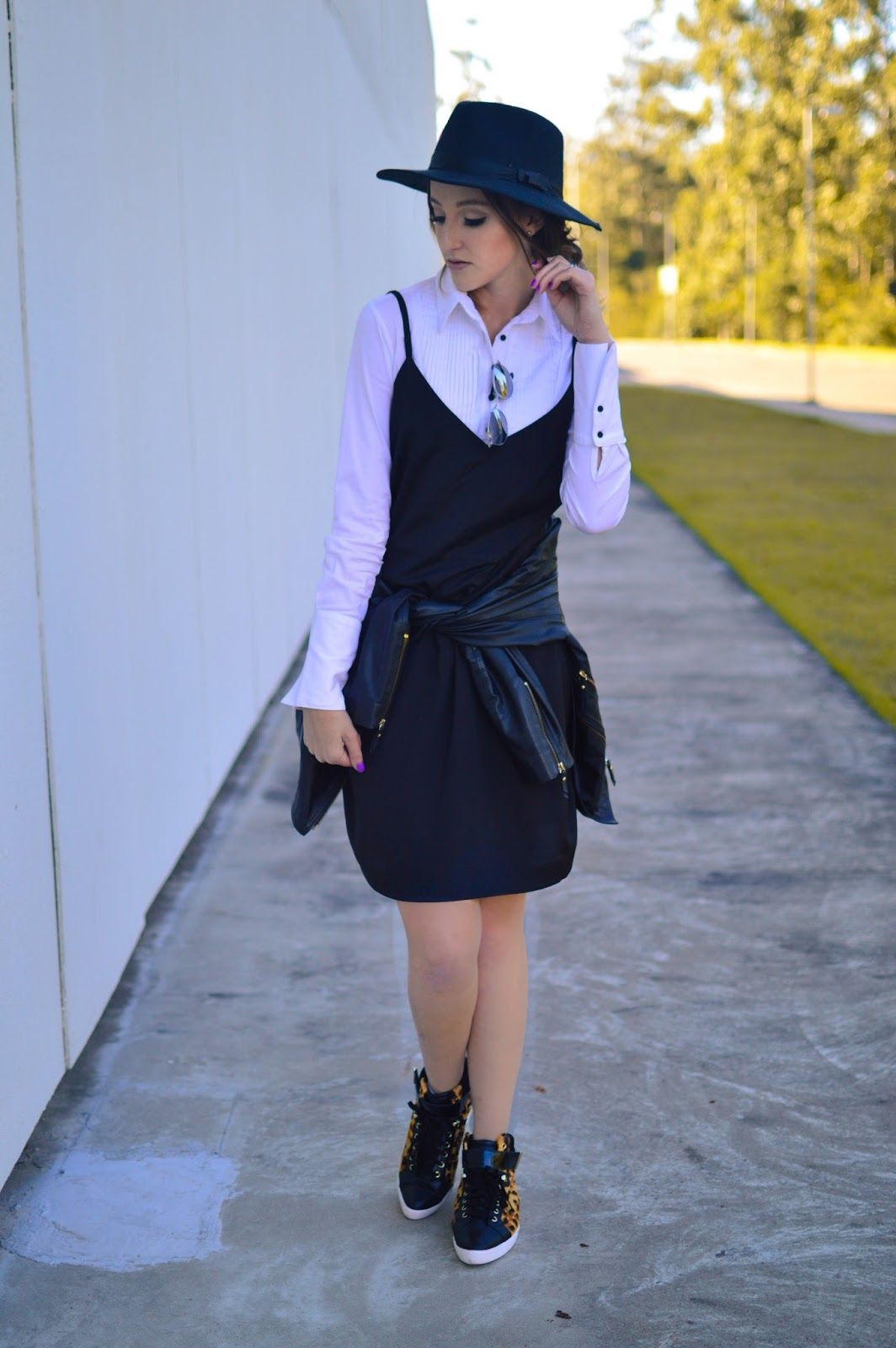 slipdress com camisa. look, fashion, blog, hat,