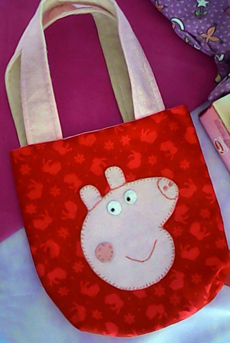 Peppaixão: bolsinha infantil Peppa Pig. Quem resiste a essa porquinha e sua família...