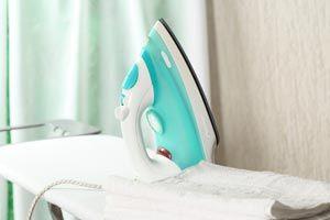 Cómo Eliminar La Suciedad Pegada En La Suela De La Plancha Limpiar Plancha Limpiar Limpiar Uñas