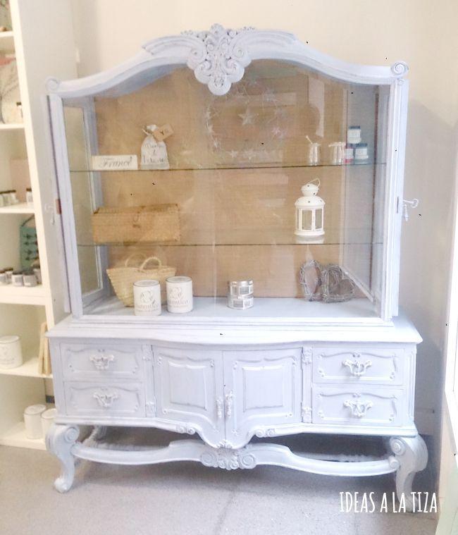 Ideas a la tiza vitrina pintada con chalk paint muebles - Mesas pintadas a la tiza ...