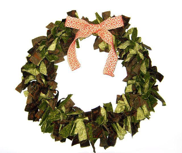 DIY Easy Fabric Scrap Christmas Wreath