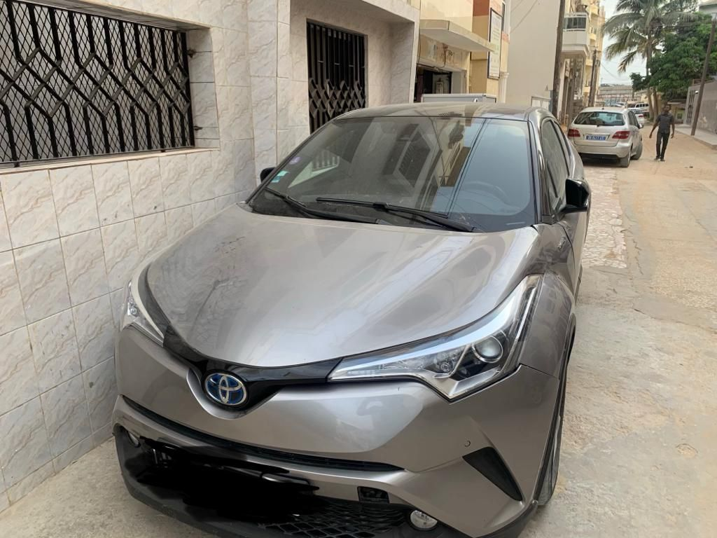 toyota CHR hybrid, full option, boite auto, annee 2017