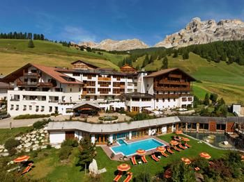 Dolomiti wellness hotel fanes 4 stelle san cassiano for Design hotel alto adige
