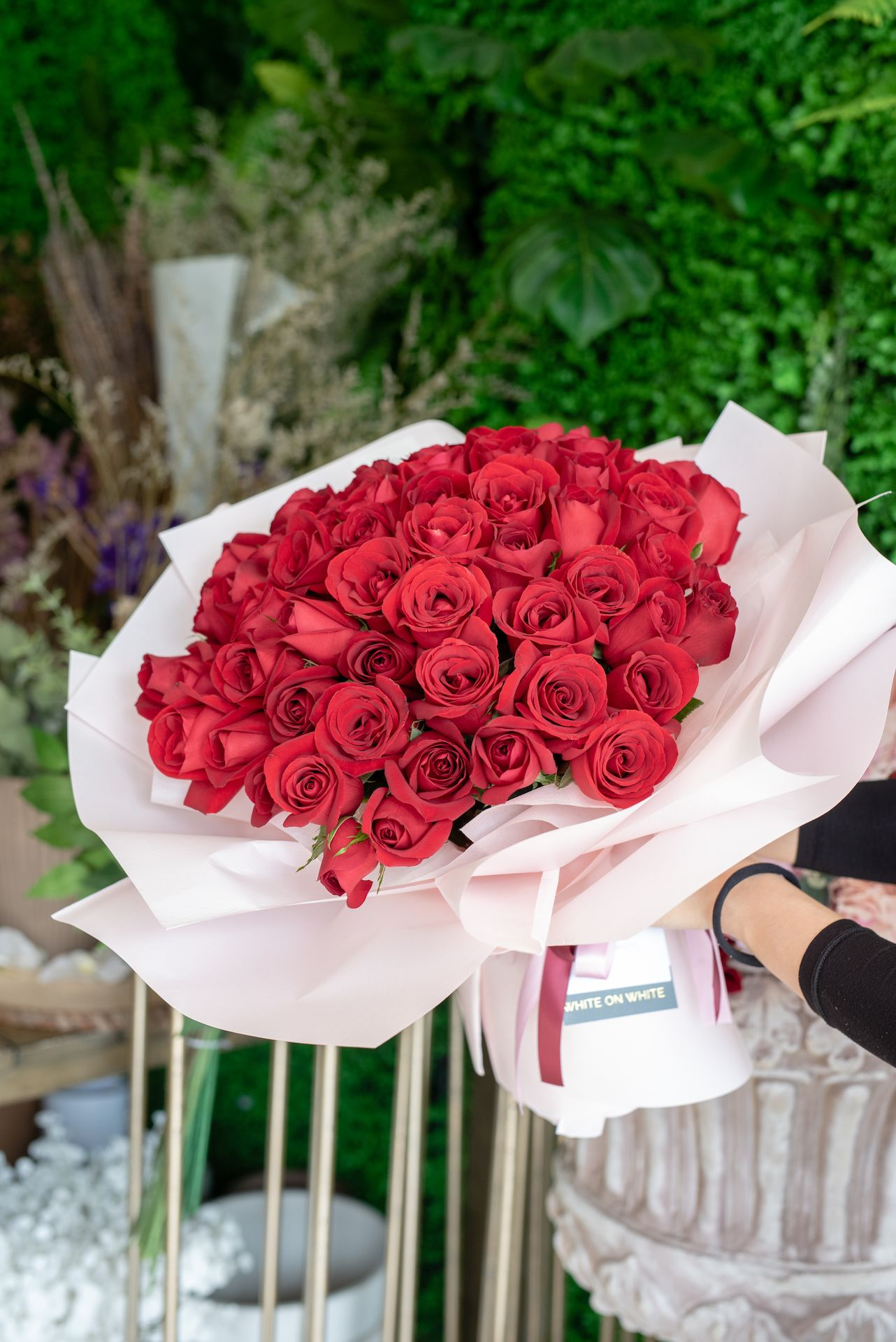 Red Roses Bouquet In 2020 Red Rose Bouquet Luxury Flowers Rose Bouquet