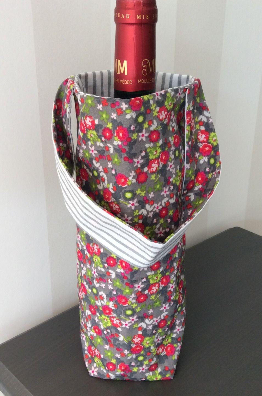 Sac à bouteilles réversible en tissu gris à fleurs vertes et rouge ...