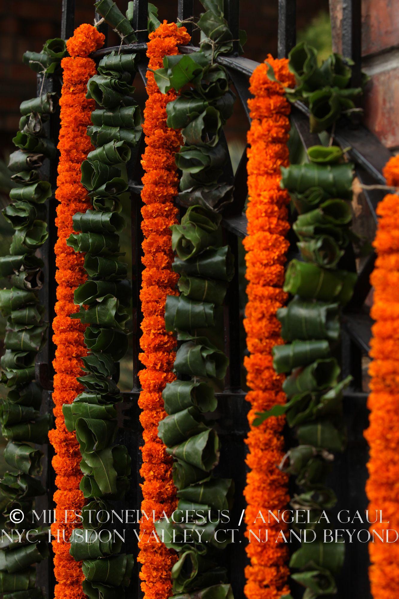 orange marigold garlands traditional indian wedding flowers flower decorations pinterest. Black Bedroom Furniture Sets. Home Design Ideas