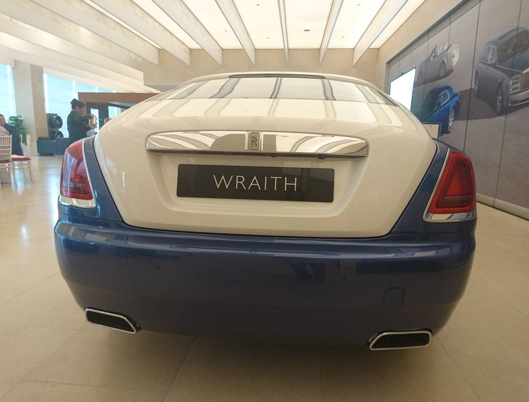 Rear of the Rolls Royce Wraith.. #sgcarshoots #sgexotics #speed  #sgcaraddicts #sportcars #sgcars #revvmotoring #monsterenergysg #nurburgring #cars #carinstagram #hypercars #monsterenergy #carswithoutlimits  #follow4cars #motorsports #gopro  #singapore #racetrack #supercarlifestyle #speedy #motoring #fastcars #carporn #fashion #luxurylifestyle