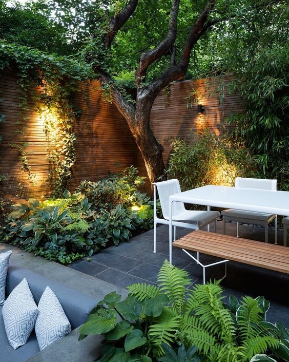 A Contemporary Townhouse Garden With Stone Tiles
