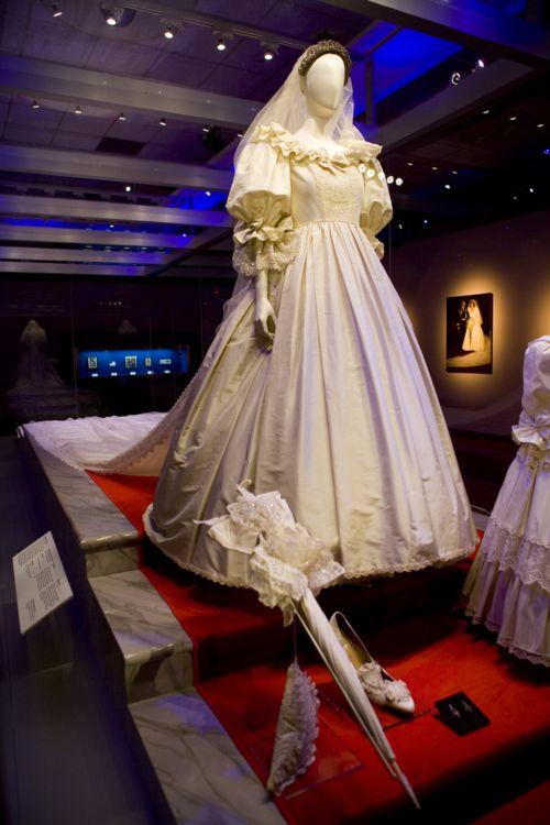 Diana S Wedding Dress Display Princess Wedding Gown Princess Diana Wedding Princess Diana Fashion