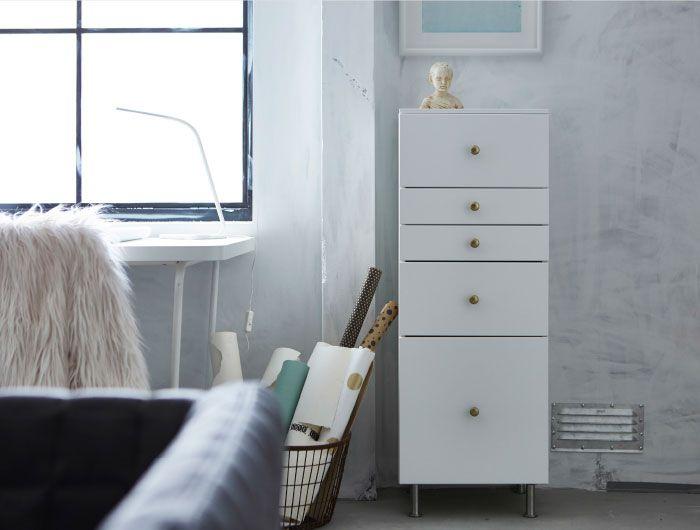 Ein Büroschrank aus weißen Küchenschränken mit weißen Schubladen - tür für küchenschrank