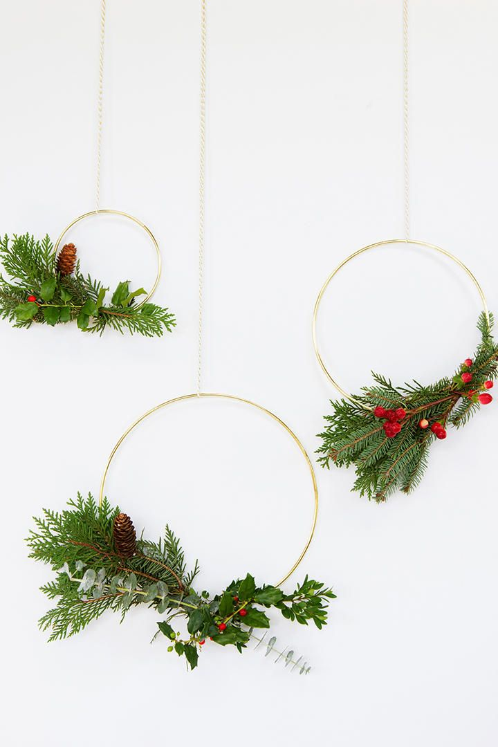 Photo of These Modern Gold Hoop Wreaths are a must-make holiday project