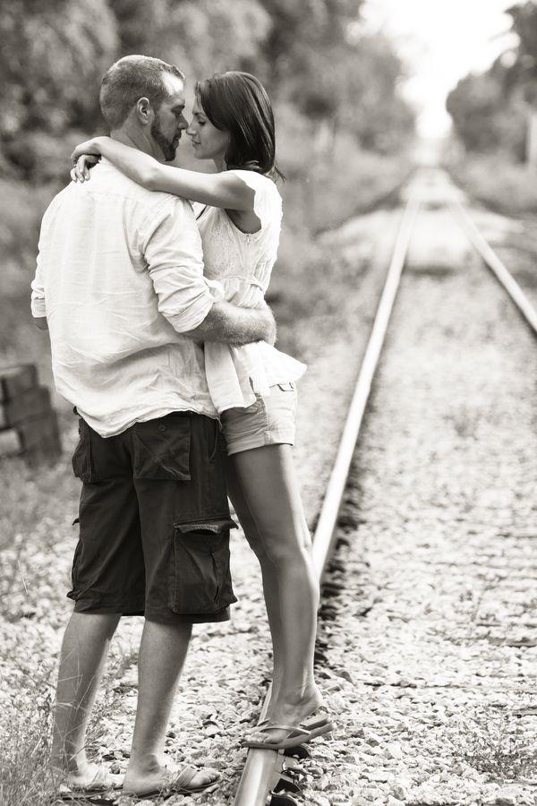 правильные позиции для фото пары в поезде