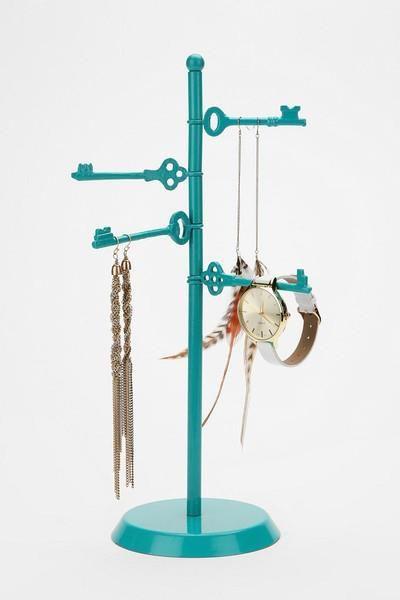 una linda idea para organizar pulseras  y accesorios