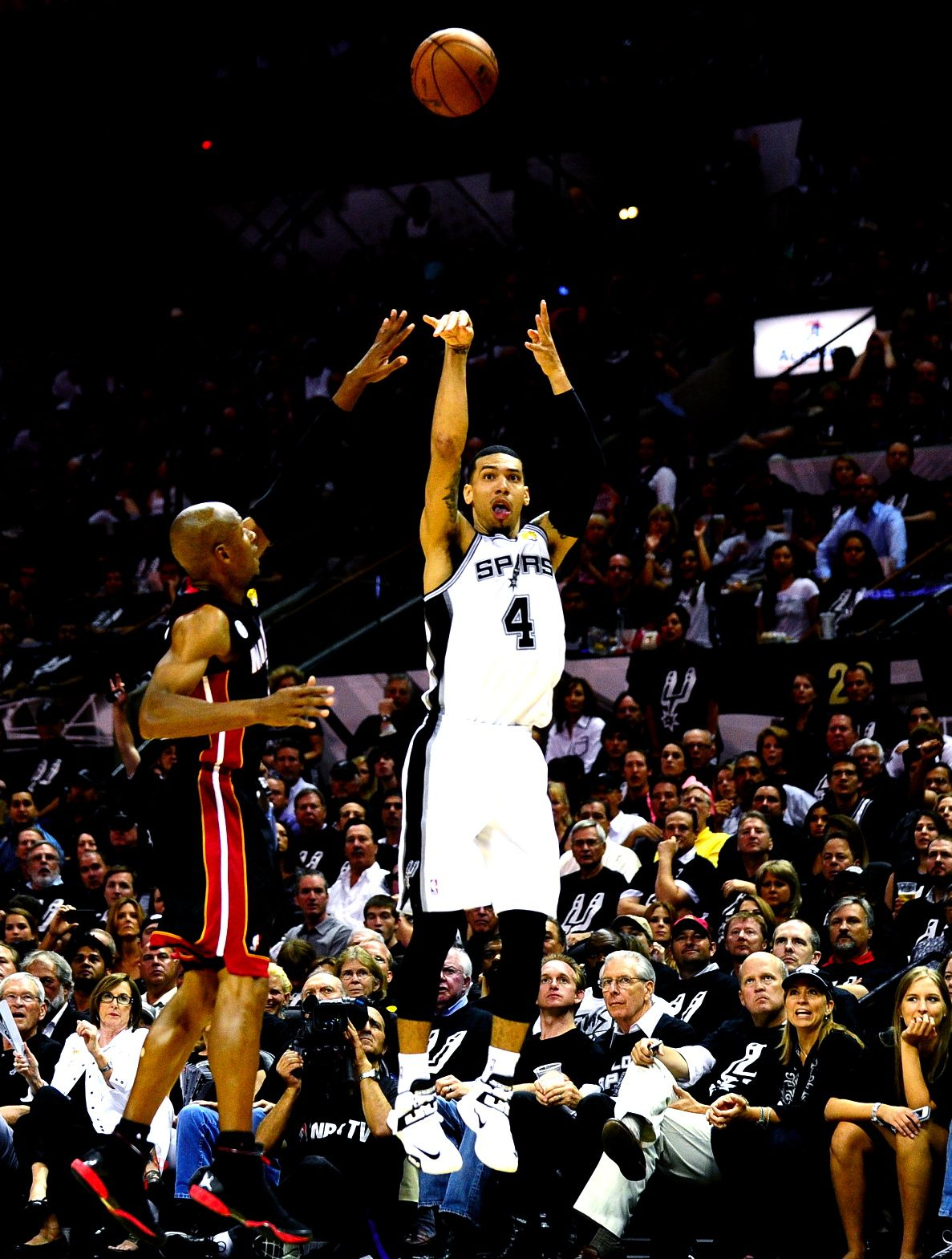 Danny Green shooting the record breaking shot in the NBA finals ...