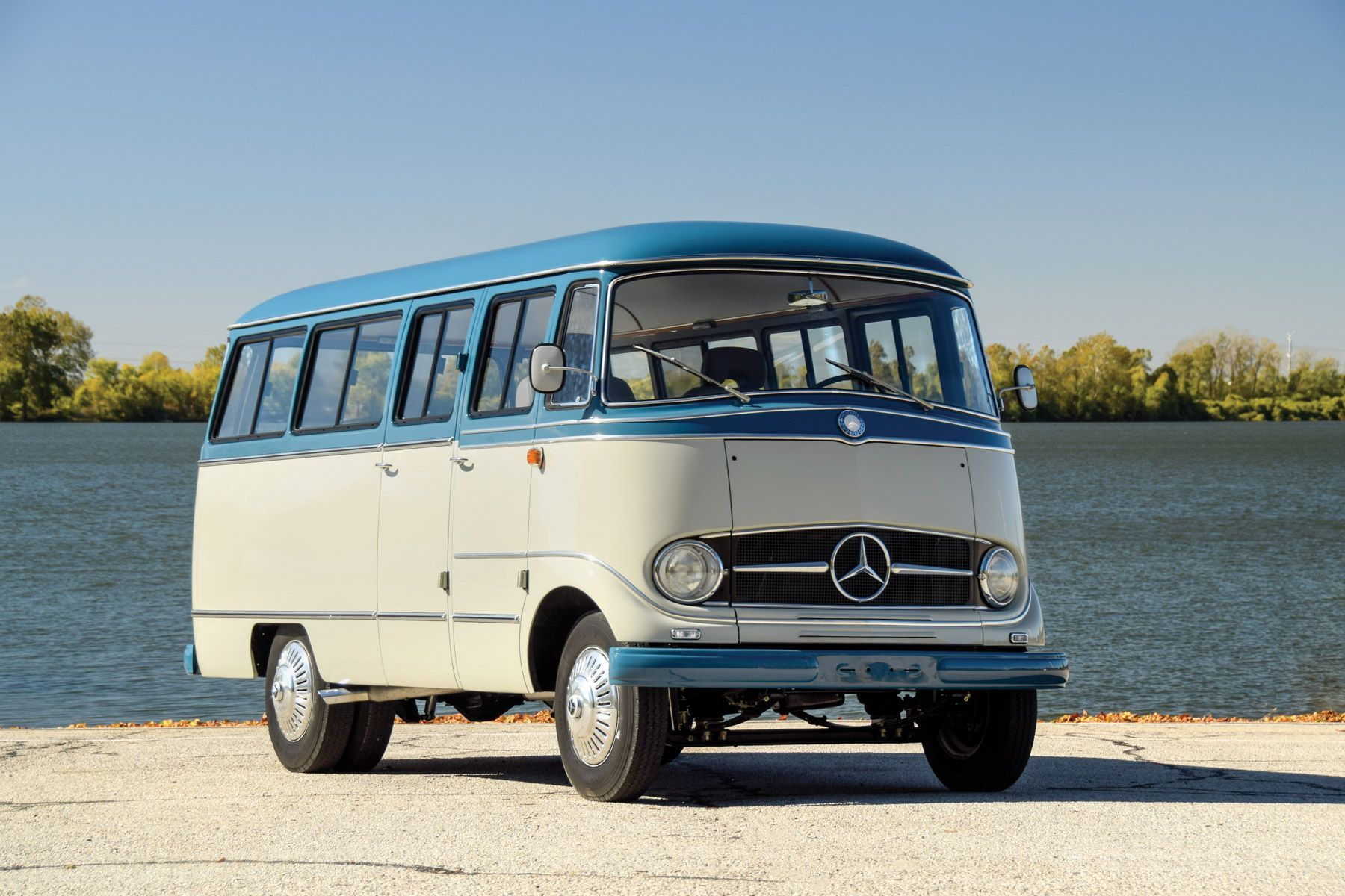Mercedes Benz O 319 Bus Was The Company S Idea Of Groovy 60s