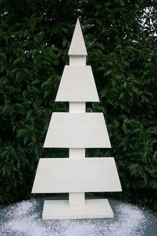 Steigerhouten kerstboom (108 cm hoog), ter decoratie voor in de vensterbank of op de (eet)tafel.