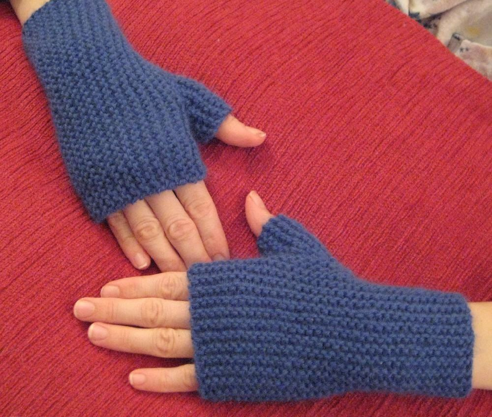 Fingerless gloves worked sideways then seamed | knitting | Pinterest ...