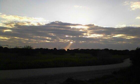 Y la luz divina apareció entre nubes. La Algaida- Los Toruños