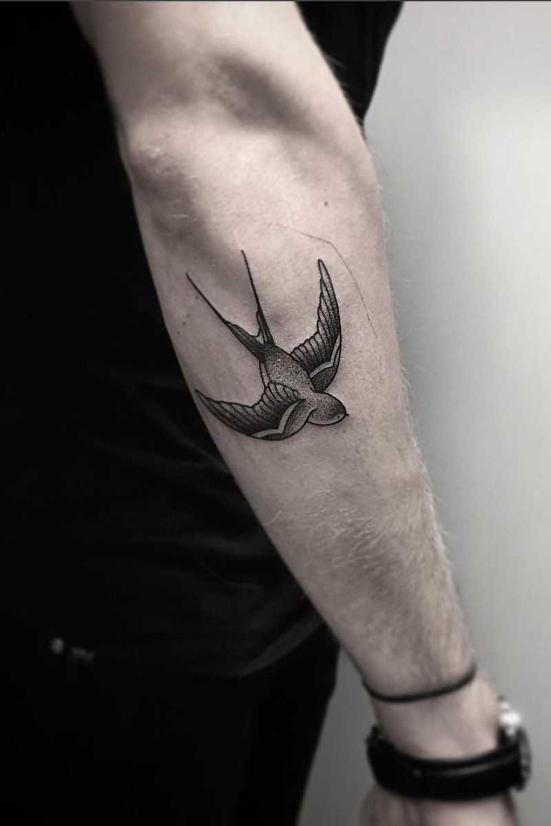 24 Creative Arm Tattoo Designs For Men That All Women Love A Simple Linework Or Geometric Design Is More Tatoeage Ideeen Tattoo Mouw Mannen Onderarm Tatoeages