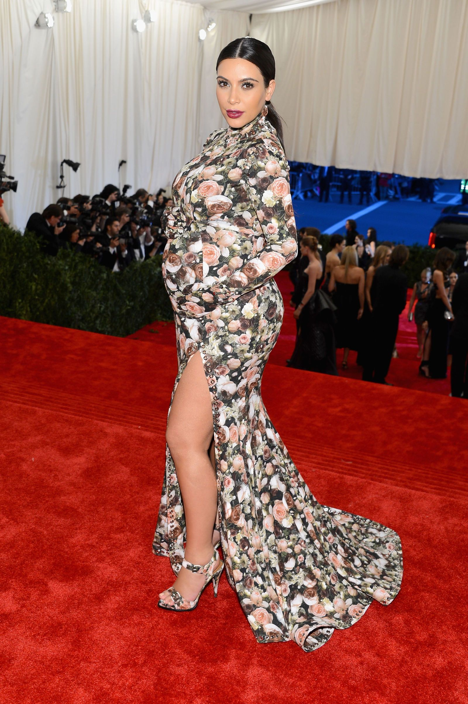 Kim Kardashian Wore Ultimate Halloween Costume | Kim kardashian ...