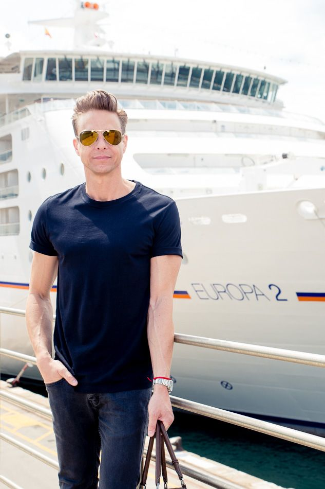 DESIGNER SHIP || In Barcelona kommt der Düsseldorfer Modemacher Steffen Schraut an Bord – für die Modenschau der Fashion2Sea-Reise. || In Barcelona Steffen Schraut, the Designer from Düsseldorf, is welcomed on board, he is responsible for the fashion-show on this cruise – fashion2sea. || FASHION2SEA Neue Modetrends auf der Kreuzfahrt nach Monte Carlo / FASHION2SEA New fashion trends on the cruise to Monte Carlo. Foto: © Susanne Baade/Hapag-Lloyd Cruises