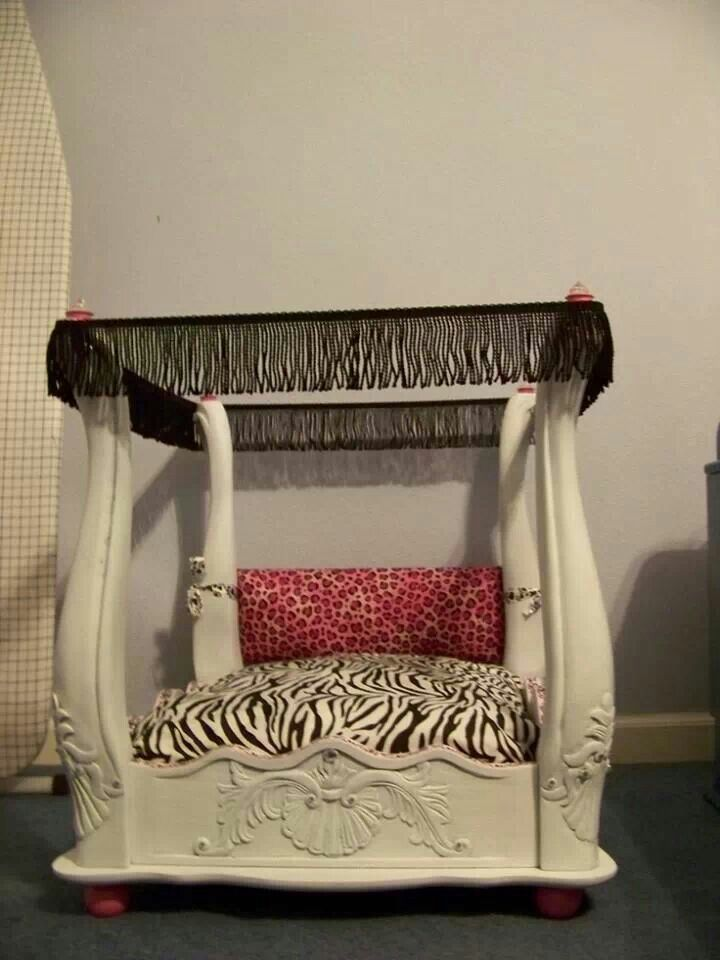 End table up cycled to a dog bed Diy dog bed, Dog bed