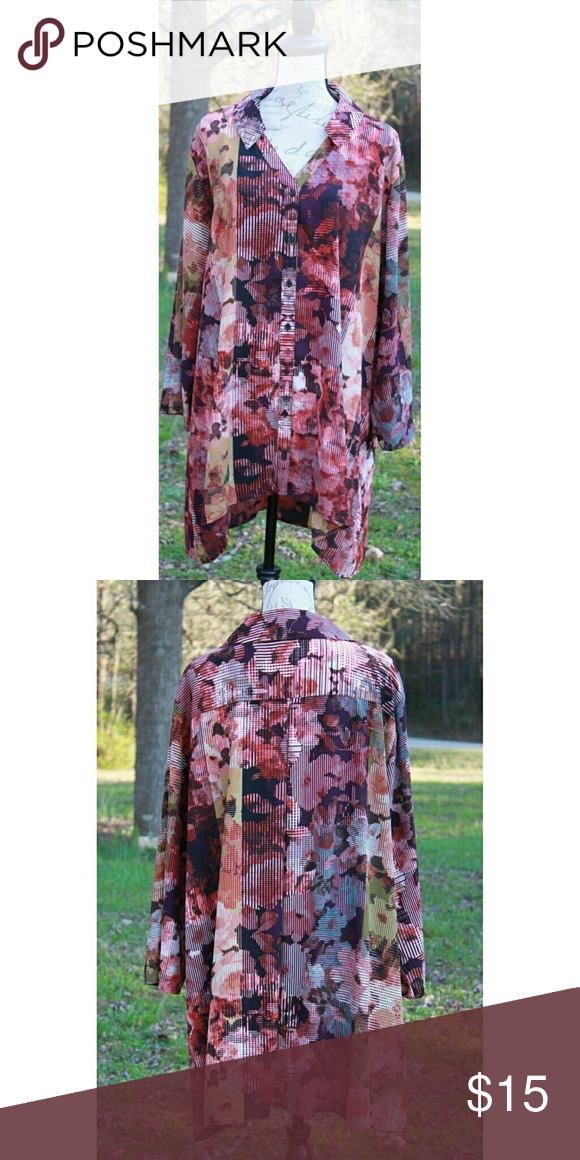 ecb2960ae00 Cato Woman Plus Size Floral   Geometric Top Size 26   28 PIT to PIT
