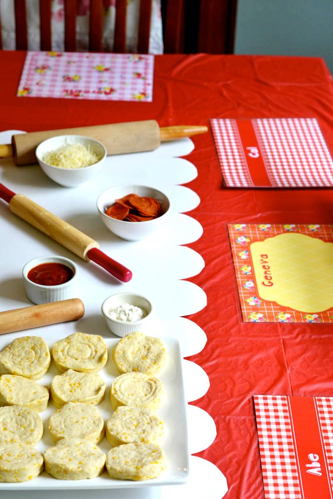 how to make pepperoni rolls using biscuits