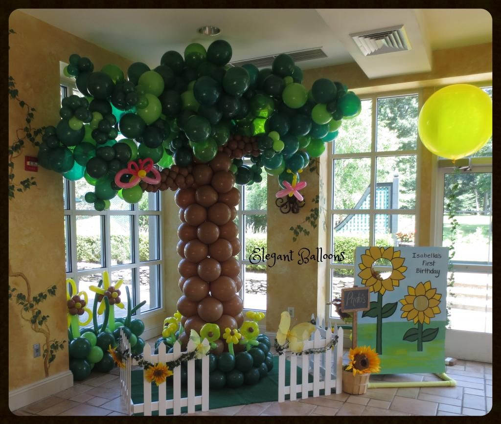 Balloon tree sculpture tree 1st birthday for Balloon decoration book