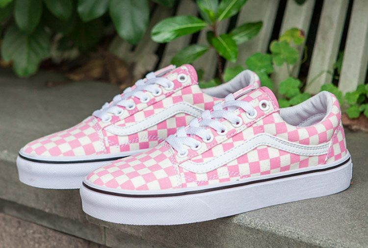 checkerboard vans old skool pink