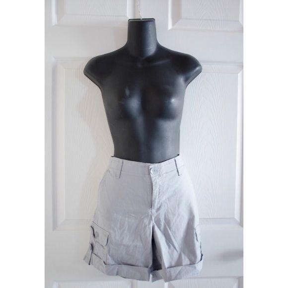 Gloria Vanderbilt Cargo Shorts ♡ Gloria Vanderbilt ♡ Like New ♡ Size 6  ♡ Very comfortable and soft!  ♡ NO SWAPS Gloria Vanderbilt Shorts Cargos