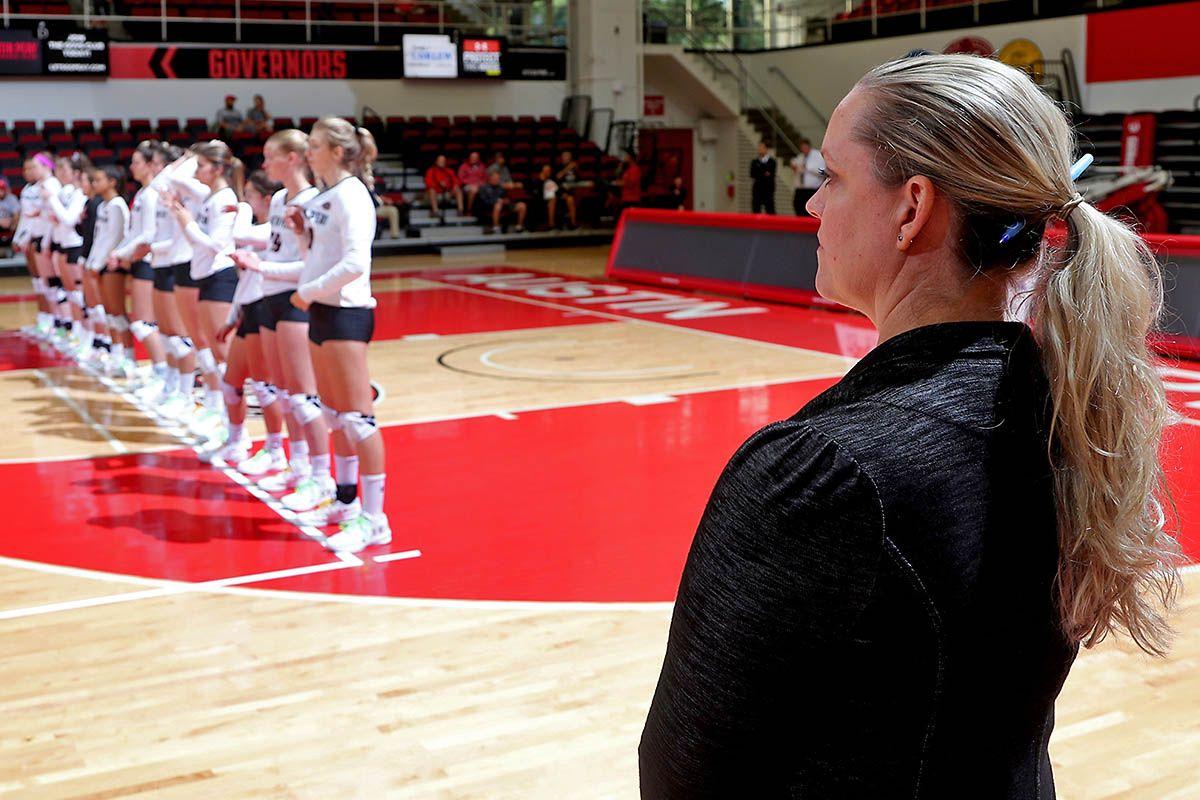 Apsu Volleyball Hosts Eastern Illinois Siu Edwardsville This Weekend Eastern Illinois Volleyball Women Volleyball