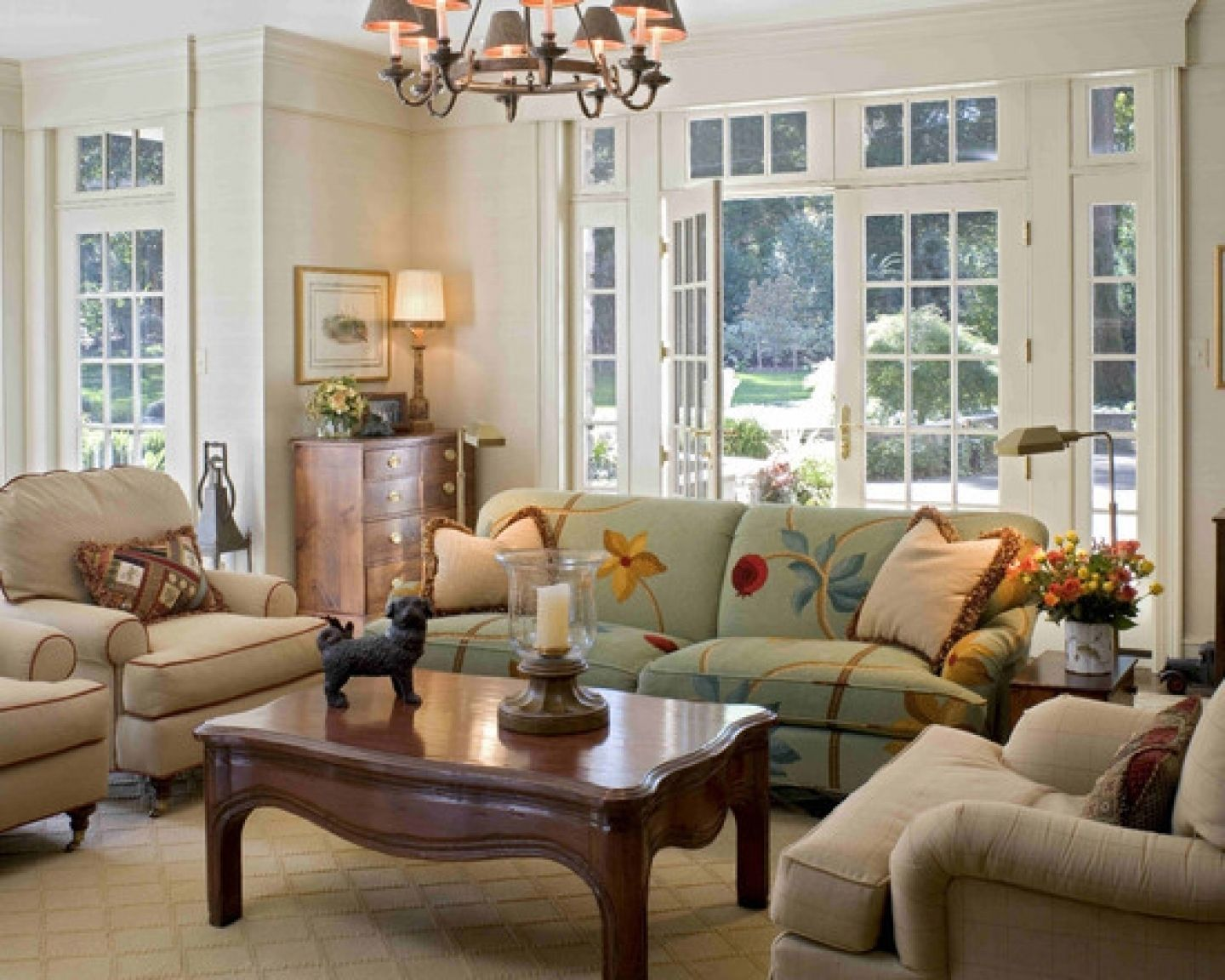Idea To Create Expensive Illusion Using Expanded Crown Molding Traditional Family Room By Meadowbank Designs