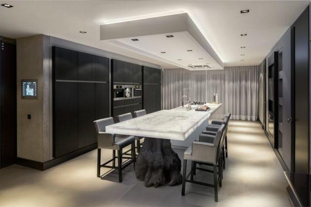 Designer Kuche Essraum Onyx Tischplatte Barstuhle Deckengestaltung