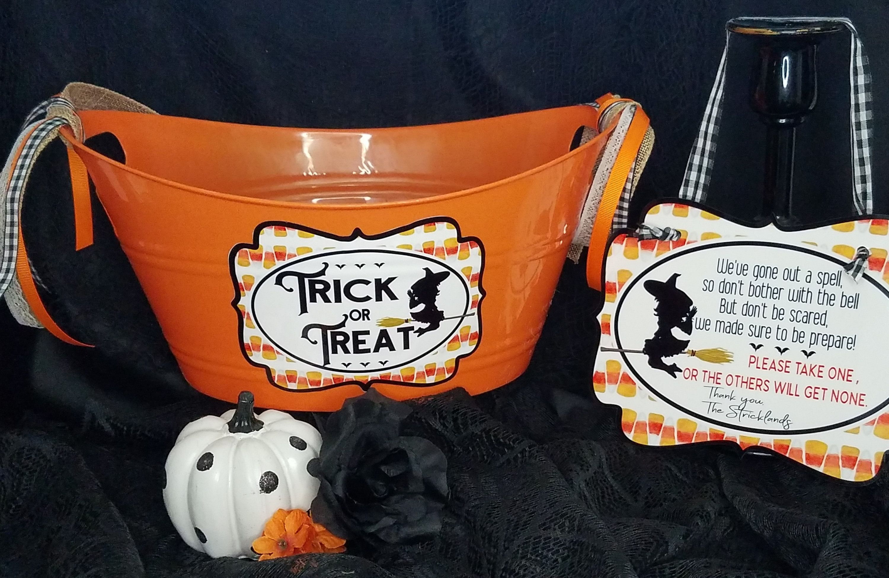 Halloween Candy Tub , Halloween sign, Trick or Treat sign