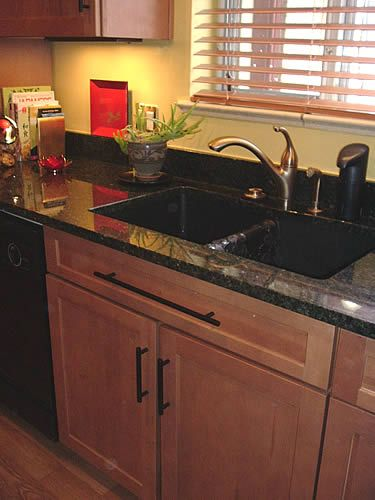 Maple Cabinets With Ubatuba Granite Brushed Brass Faucet