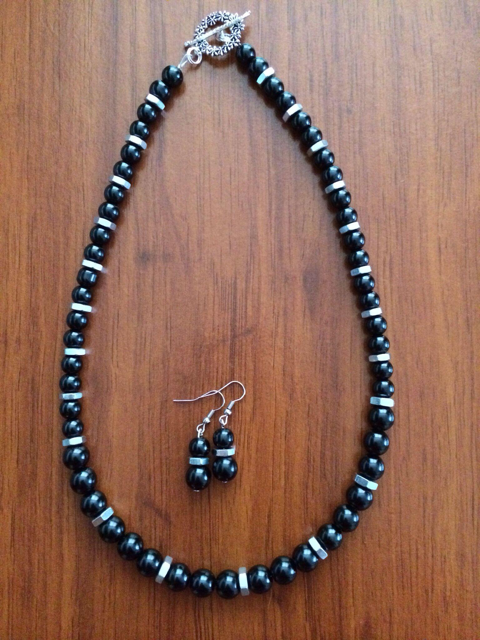 1c3b6e5f3d6b Collar con Perlas negras   Tuercas