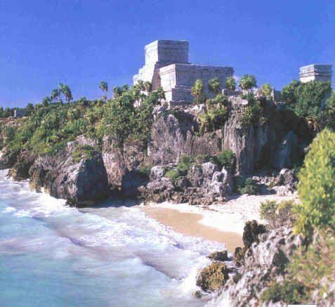 Tulum – Situada às margens do mar do Caribe, essa é uma das mais belas ruínas maias da região. Está a 131 km de Cancún.