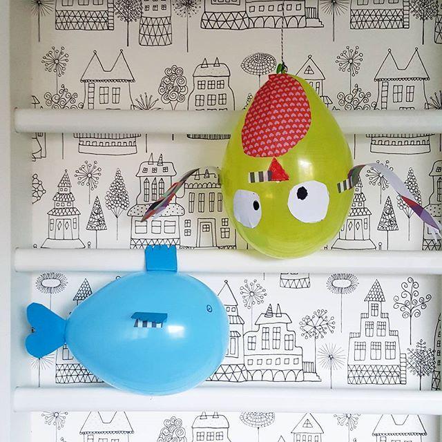 #Ilmapalloeläimiä 🎈🐋🐥  .  .  .  #meilläkotona #vappu #vappu2017 #ilmapallo #vappupallo #balloon #mayday #vappen #lastenhuone #kidsroom