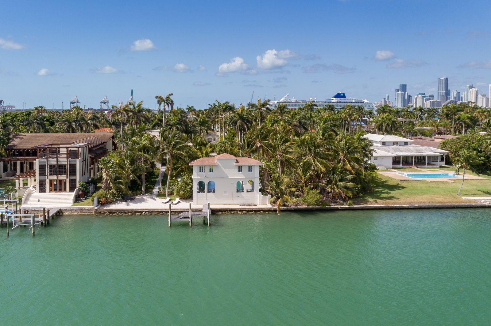 See Inside Al Capone S Former Miami Beach Mansion Beach Mansion Mansions Miami Beach Mansion