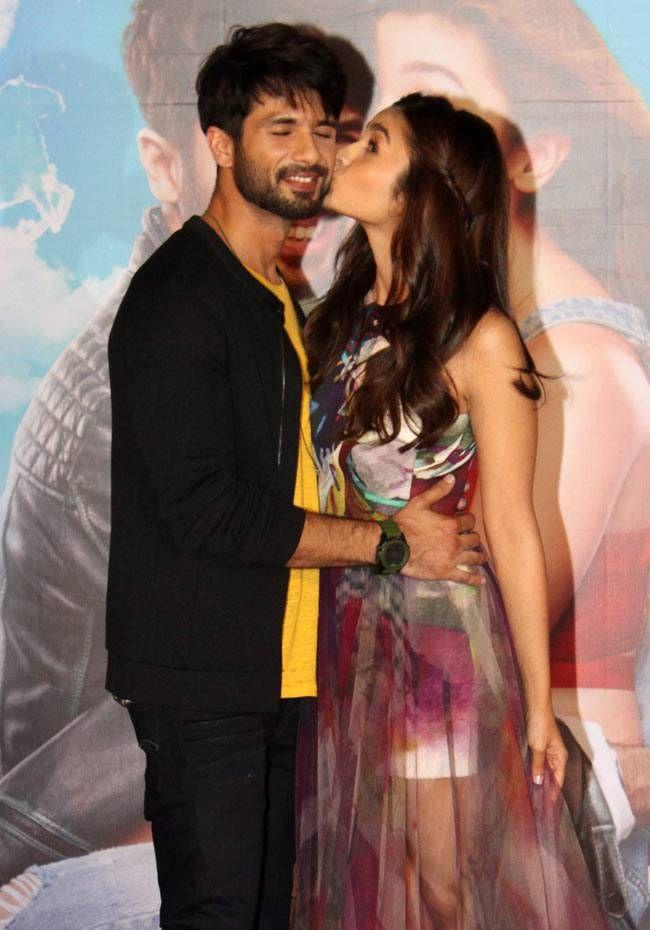 Shaandaar Kisses To Wacky Poses Shahid Alia Go Crazy At The