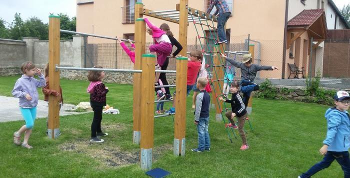 Dětské hřiště ve vnitrobloku Na Dlouhých – Popelnicová by mohlo získat nové prvky