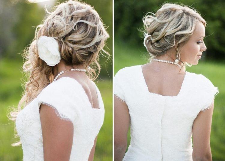 Blonde Locken Seitlich Hochgesteckt Mit Blumenschmuck Frisur
