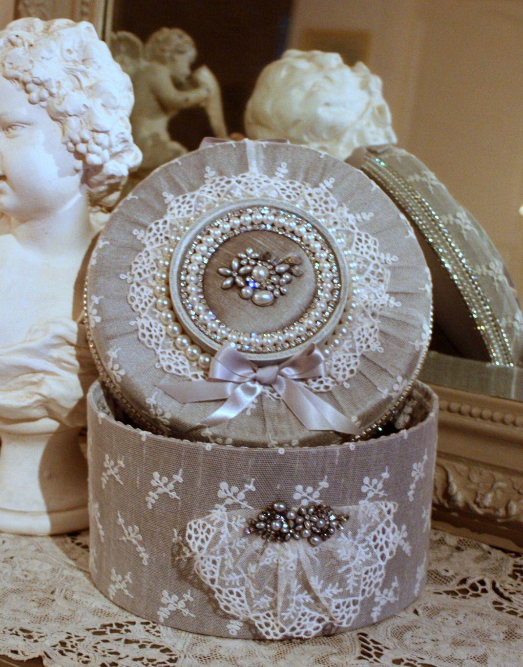 Boite style gustavien en soie dentelles ancienne perles et - Decoration boite en carton ...