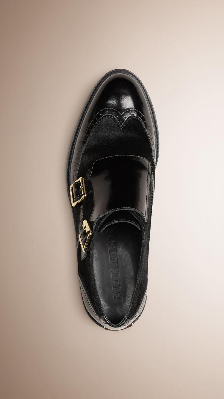 Wingtip-Schuhe aus Leder und Kalbfell