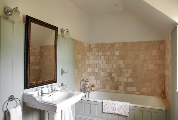 Country Bathroom by Stephanie Dunning Interior Design Bathroom - kleine moderne badezimmer